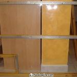 Fond en plexiglass et protections métalliques